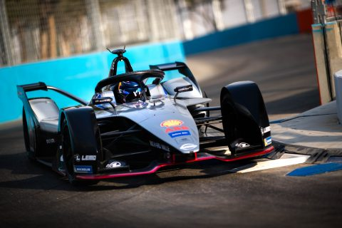 The Nissan e.dams team makes its debut in the FIA Formula E championship in round one of season five.