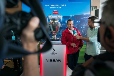 German football legend Lothar Matthäus visited the Nissan e.dams team and the NIssan fan experience with the UEFA Champions League trophy at the #BerlinEPrix.