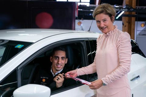 Nissan e.dams driver Sebastien Buemi is now a official ambassador for Nissan Switzerland. He was presented with the keys to a Nissan LEAF today by Claudia Meyer, Managing Director, Nissan Switzerland.