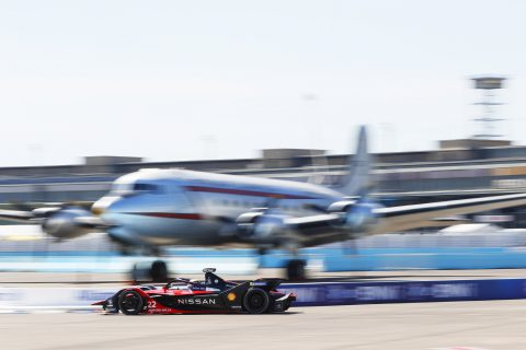 BERLIN TEMPELHOF AIRPORT, GERMANY - AUGUST 05: Oliver Rowland (GBR), Nissan e.Dams, Nissan IMO2 during the Berlin E-prix I at Berlin Tempelhof Airport on Wednesday August 05, 2020 in Berlin, Germany. (Photo by Alastair Staley / LAT Images)