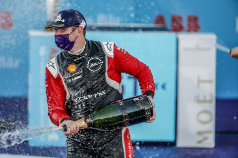 BERLIN TEMPELHOF AIRPORT, GERMANY - AUGUST 12: Oliver Rowland (GBR), Nissan e.Dams, 1st position during the Berlin ePrix V at Berlin Tempelhof Airport on Wednesday August 12, 2020 in Berlin, Germany. (Photo by Sam Bloxham / LAT Images)